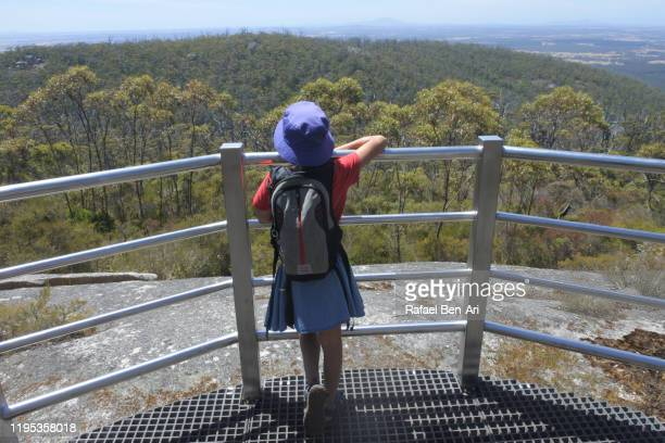 australian girl hiking to granite skywalk castle rock in south  western australia - rafael ben ari stock-fotos und bilder