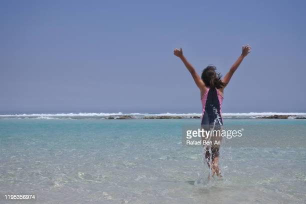 australian girl travel to esperance great ocean drive - rafael ben ari stock-fotos und bilder