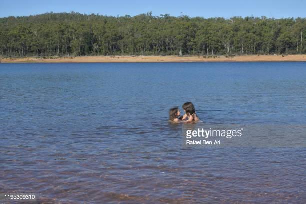australian girls enjoying the waters of  wellington reservoir in western australia - rafael ben ari bildbanksfoton och bilder