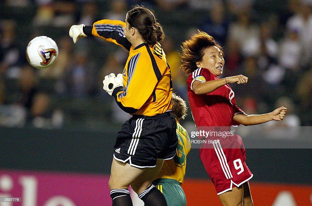 Australian goalie cassandra Kell (L) pun : News Photo