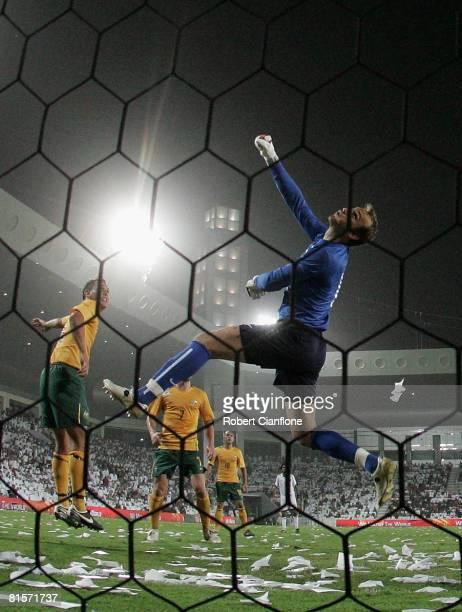 Australian goalkeeper Mark Schwarzer punches the ball away during the 2010 FIFA World Cup qualifying match between Qatar and Australia at Jassim Bin...
