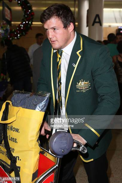 Australian Kanagroos player Josh Morris arrives at Sydney Airport on December 4 2013 in Sydney Australia The Kangaroos beat the New Zealand Kiwis in...