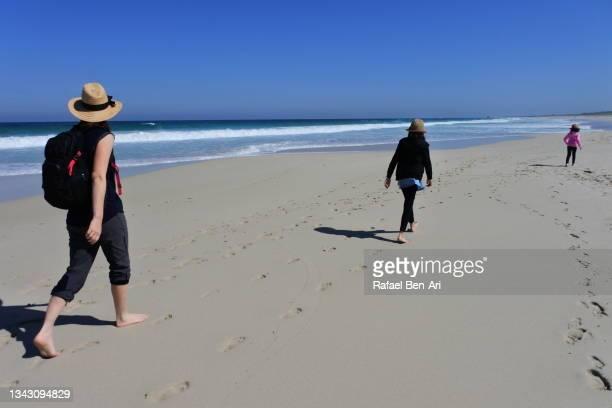 australian mother and daughters walking along a sandy beach near perth western australia - rafael ben ari fotografías e imágenes de stock
