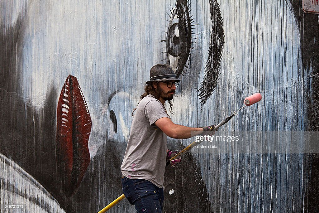 Mural painter at work : News Photo