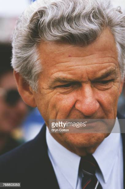 Australian prime minister Bob Hawke walks in the pit lane amongst the Formula One drivers ahead of the 1986 Australian Formula One Grand Prix at the...