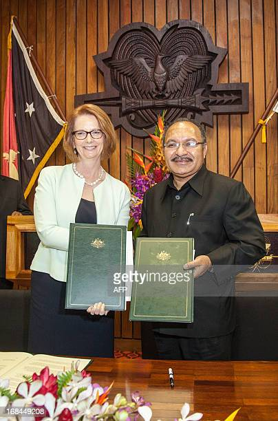 Australian Prime Minister Julia Gillard and Papua New Guinea Prime Minister Peter O'Neill pose after signing a bilateral aggreement in Port Moresby...