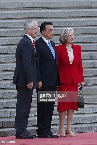 Australian Prime Minister Malcolm Turnbull Chinese Premier Li Keqiang and Lucy Turnbull pose for a photo before during a welcoming ceremony outside...