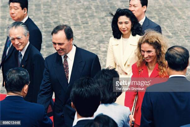 Australian Prime Minister Paul Keating and his wife Annita van Iersel attend the welcome ceremony with Japanese Prime Minister Tomiichi Murayama at...