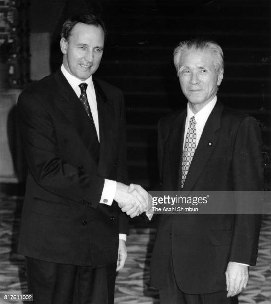 Australian Prime Minister Paul Keating shakes hands with Japanese Prime Minister Tomiichi Murayama prior to their meeting at Murayama's official...