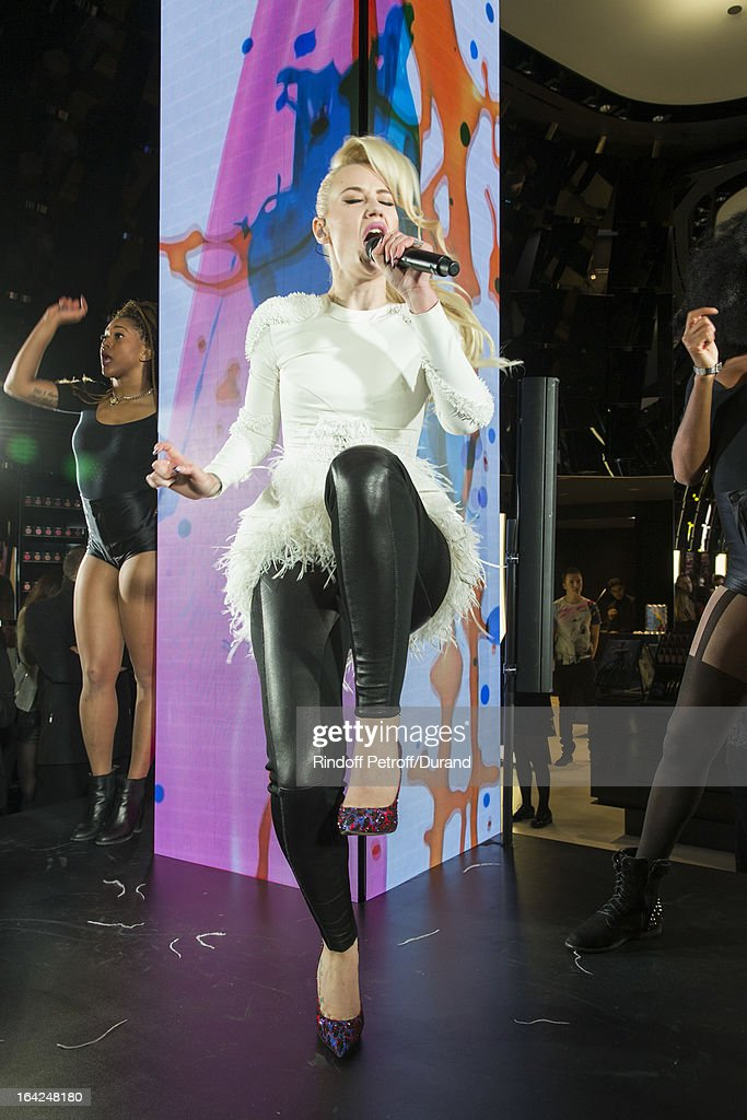 Australian rap singer Iggy Azalea (C) performs during the MAC Cosmetics Champs Elysees Opening Party on March 21, 2013 in Paris, France.