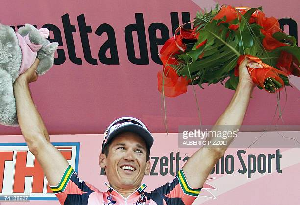 Australian rider Robert Mc Ewen celebrates on the podium at the end of the second stage of the Giro d'Italia cycling race's 206 km from Tempio...