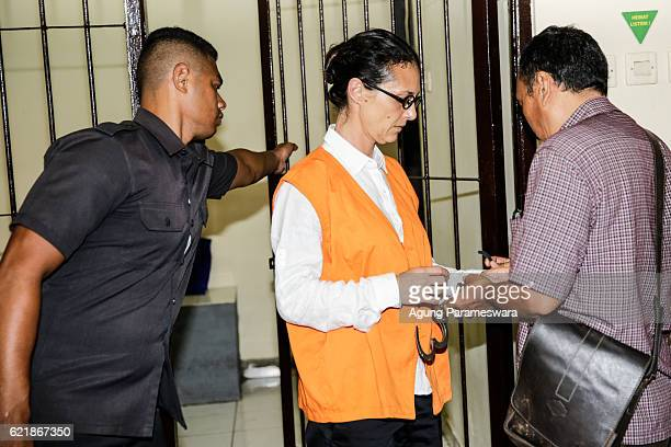 Australian Sarah Connor prepre herself for her first trial at Denpasar court on November 9 2016 in Denpasar Bali Indonesia Australian Sara Connor and...