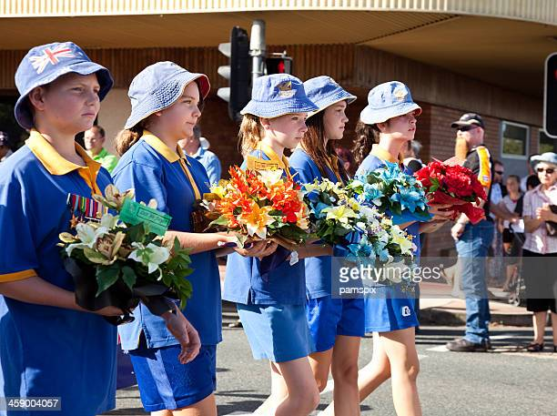 Australian Schulkind Marschieren am Anzac-Tag