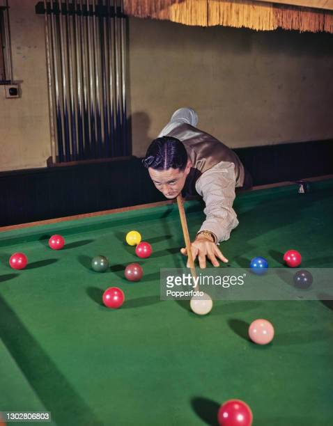 Australian snooker and billiards player Horace Lindrum in play at a snooker table in England on 20th September 1945.
