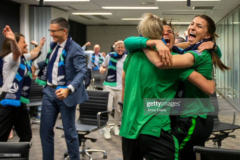 FFA & Australian Bid Team Members Watch The 2023 FIFA Women's World Cup Host Announcement : ニュース写真