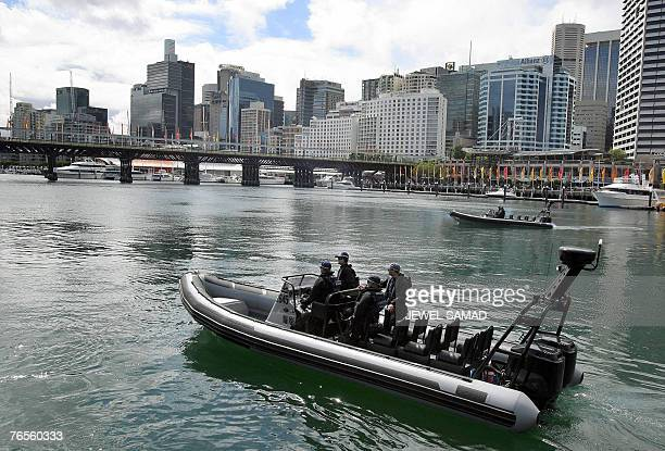 Australian special force members patrol the waters around the Sydney Convention and Exhibition Centre 07 September 2007 where part of the AsiaPacific...