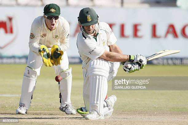 Australian wicket keeper Brad Haddin reacts as South African batsman AB de villiers plays a shot on March 9 2009 during the fourth day of the second...