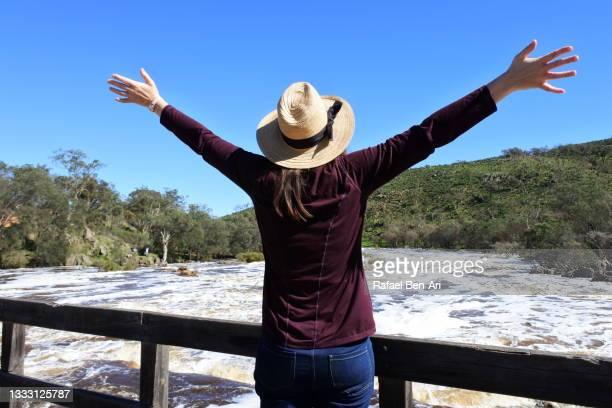 australian woman hiking along the swan river in swan valley near perth in western australia - rafael ben ari stock-fotos und bilder