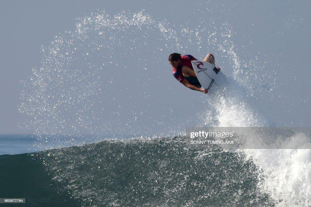 TOPSHOT-SURFING-INA : News Photo