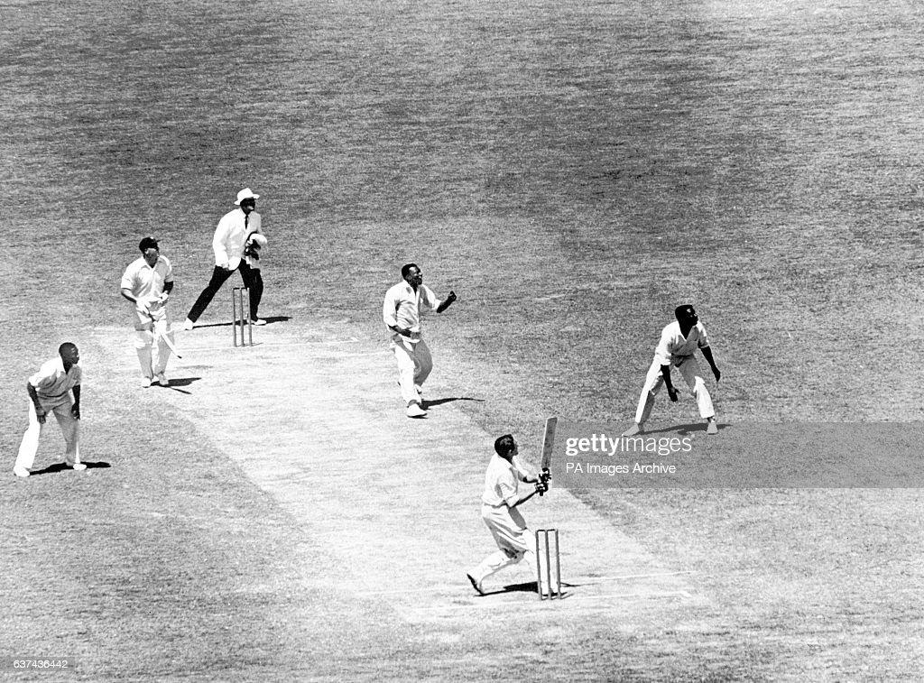 Cricket - Frank Worrell Trophy - Fifth Test - Australia v West Indies - Fourth Day - Melbourne Cricket Ground : Nieuwsfoto's