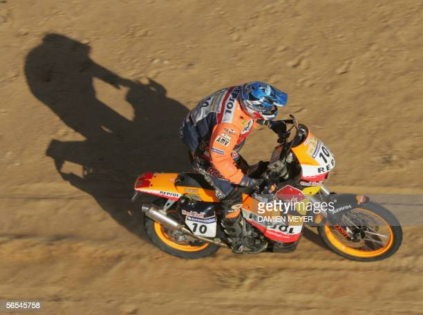 Australia's Andy Caldecott rides KTM before suffering a fatal neck injury, 09 January 2006 during the ninth stage of the 28th Dakar rally ran between...