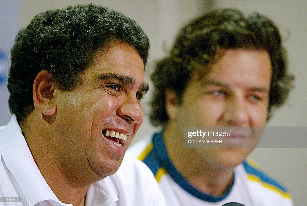 Australia's assistant coach Glen Ella (L : News Photo