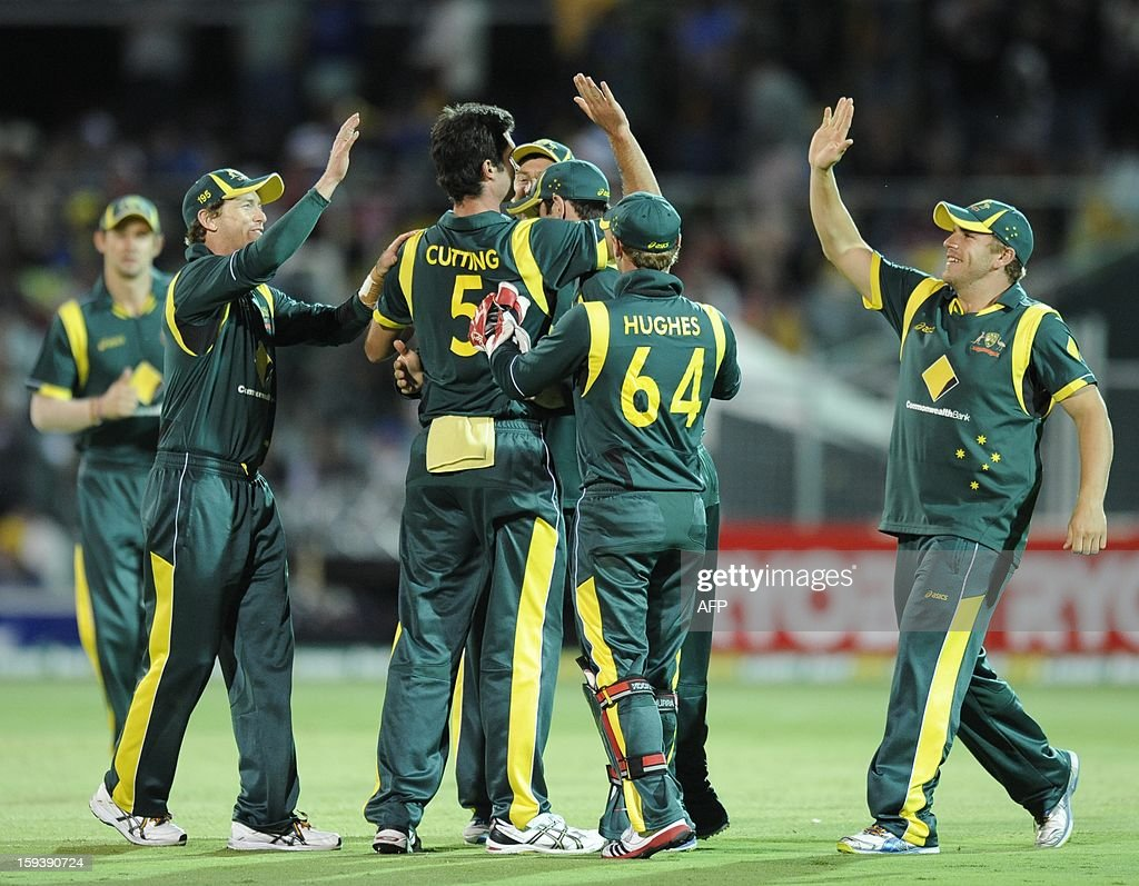 Australia's Ben Cutting (C) celebrates the dismissal with team mates of Sri Lanka's Tillakaratne Dilshan (not pictured) during their one-day international cricket match at the Adelaide Oval on January 13, 2013. AFP PHOTO / David Mariuz USE