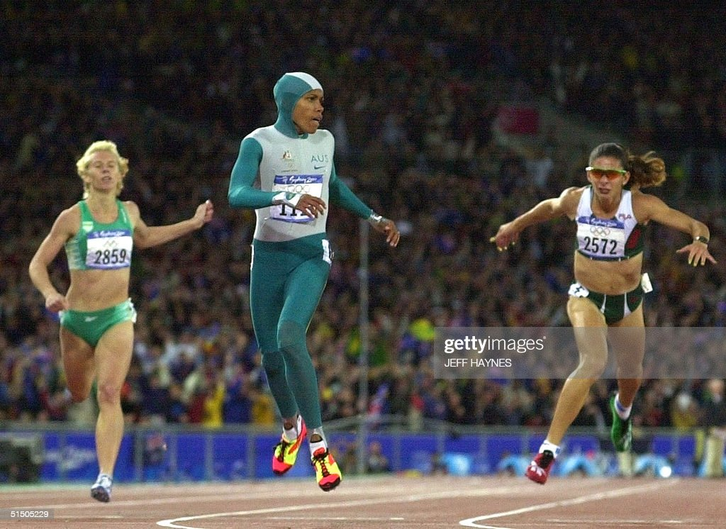 Australia's Cathy Freeman wins the Olympic 400m fi : News Photo