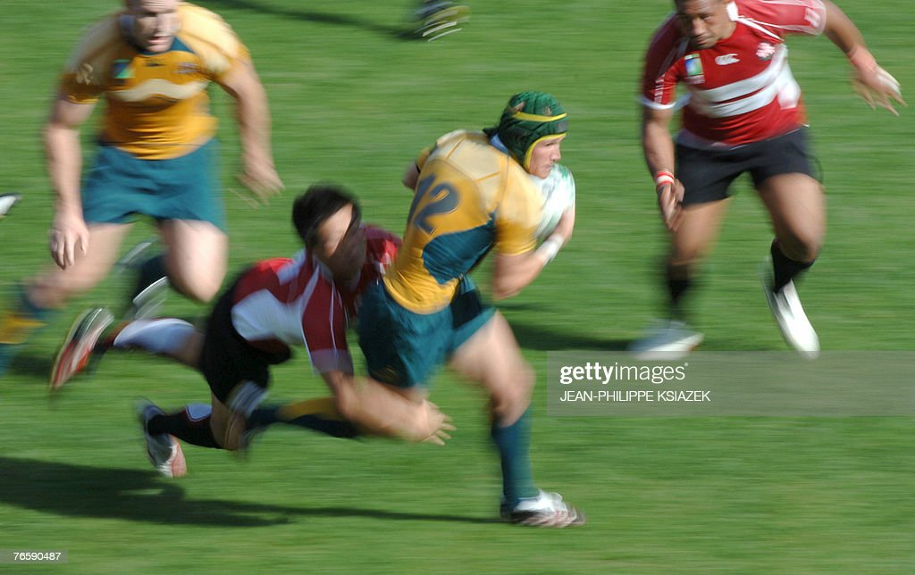 Australia S Center Matt Giteau C Runs News Photo