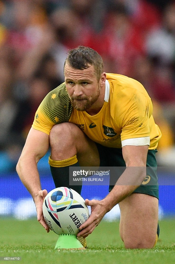 Australia's centre Matt Giteau prepares to kick a penalty during a Pool A match of the 2015 Rugby World Cup between Wales and Australia at Twickenham Stadium, southwest London, on October 10, 2015. PHOTO / Martin BUREAU