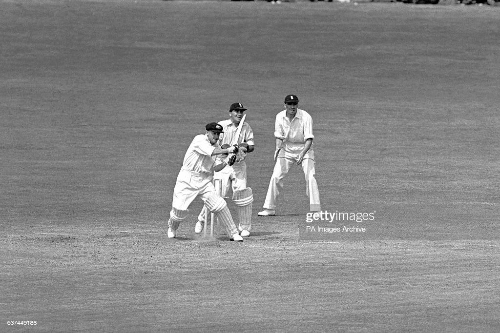 Cricket - The Ashes - Fourth Test - England v Australia - Headingley - Fifth Day : News Photo