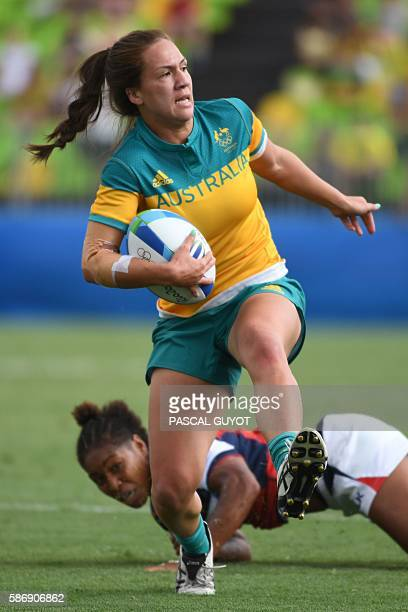 Australia's Evania Pelite runs with the ball in the womens rugby sevens match between Australia and USA during the Rio 2016 Olympic Games at Deodoro...