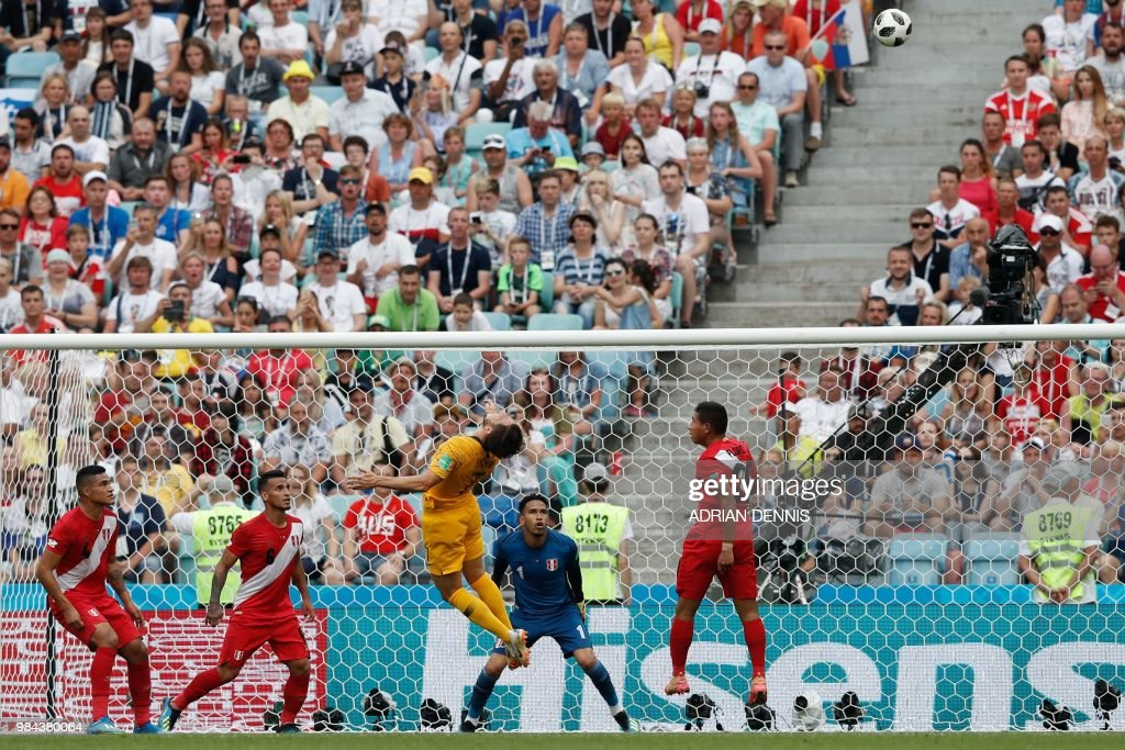TOPSHOT - Australia's forward Mathew Leckie (C) jumps for the ball during the Russia 2018 World Cup Group C football match between Australia and Peru at the Fisht Stadium in Sochi on June 26, 2018. (Photo by Adrian DENNIS / AFP) / RESTRICTED