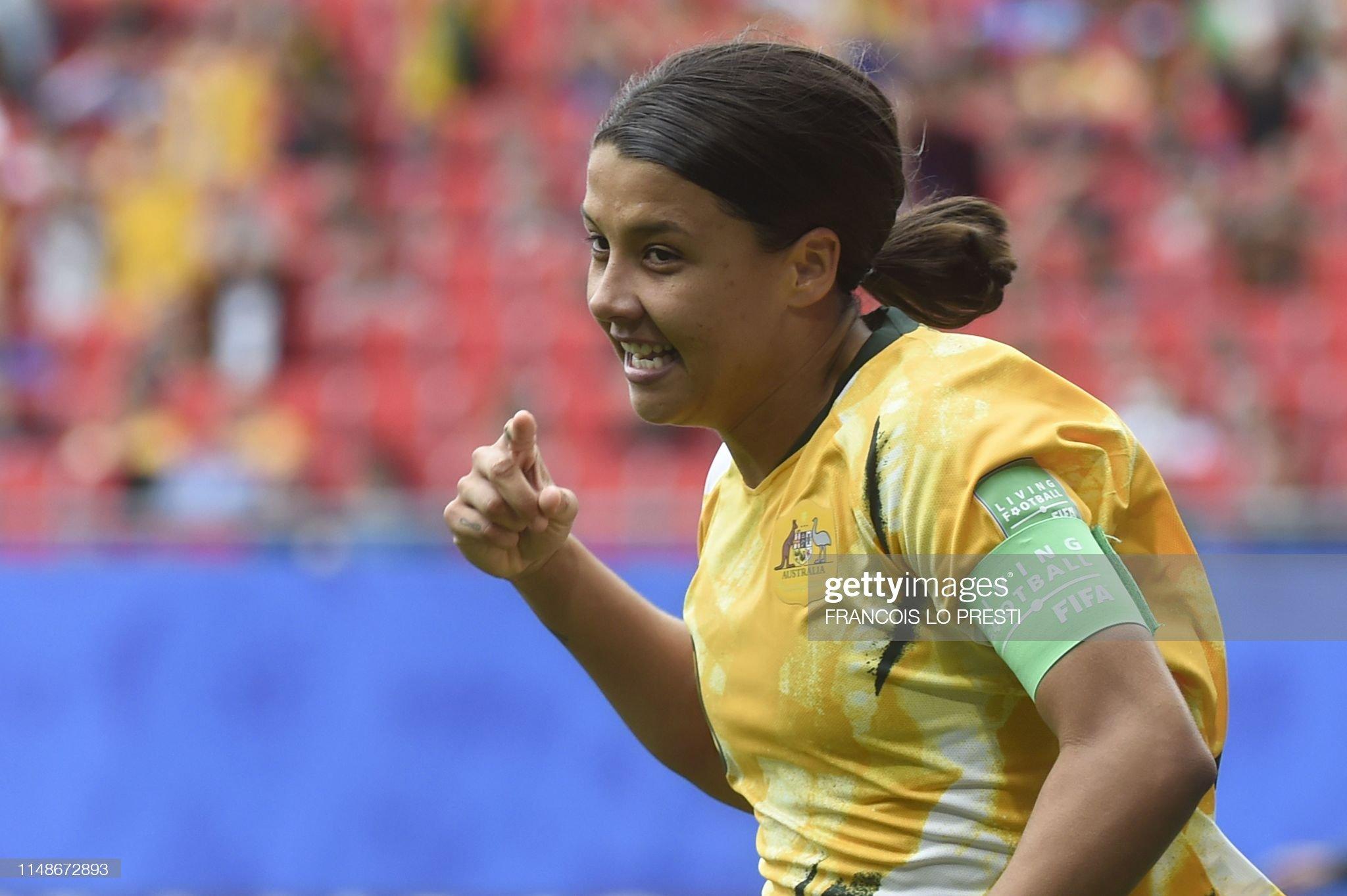FBL-WC-2019-WOMEN-MATCH5-AUS-ITA : News Photo