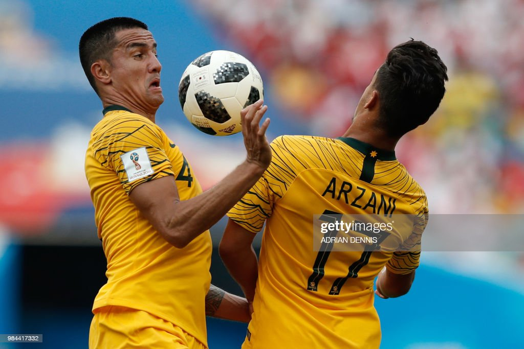 TOPSHOT - Australia's forward Tim Cahill (L) and Australia's forward Daniel Arzani go for the ball during the Russia 2018 World Cup Group C football match between Australia and Peru at the Fisht Stadium in Sochi on June 26, 2018. (Photo by Adrian DENNIS / AFP) / RESTRICTED