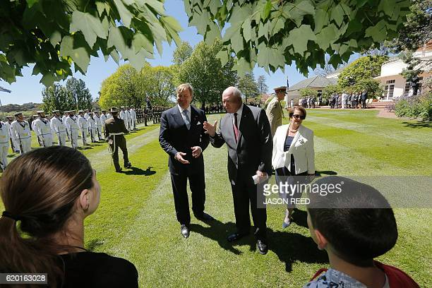Australia's GovernorGeneral Peter Cosgrove his wife Lynne and Dutch King WillemAlexander chat with schoolchildren from Mt Kuring Gai Public School on...