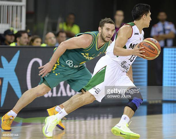 Australia's guard Adam Gibson vies with Mexico's guard Orlando Mendez during the 2014 FIBA World basketball championships group D match Mexico VS...
