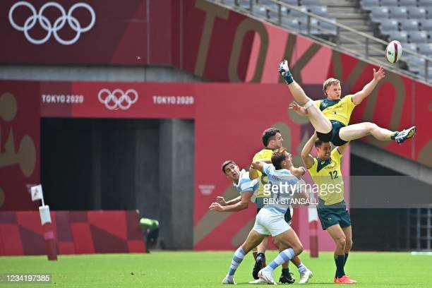 Australia's Henry Hutchison tries to cath the ball in the men's pool A rugby sevens match between Australia and Argentina during the Tokyo 2020...