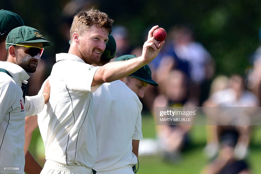 Australia's Jackson Bird (R) shows the ball as they walk off of the field at the end on New Zealand's 2nd innings during day four of the second cricket Test match between New Zealand and Australia at the Hagley Park in Christchurch on February 23, 2016. AFP PHOTO / MARTY MELVILLE / AFP / Marty Melville