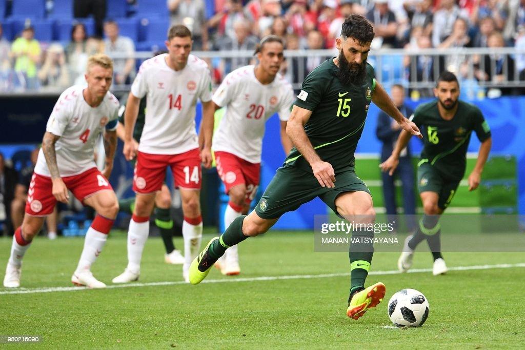 FBL-WC-2018-MATCH22-DEN-AUS : News Photo