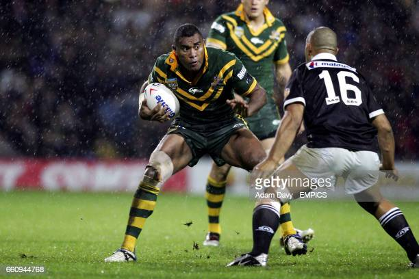 Australia's Petero Civoniceva looks to go past New Zealand's Paul Rauhihi