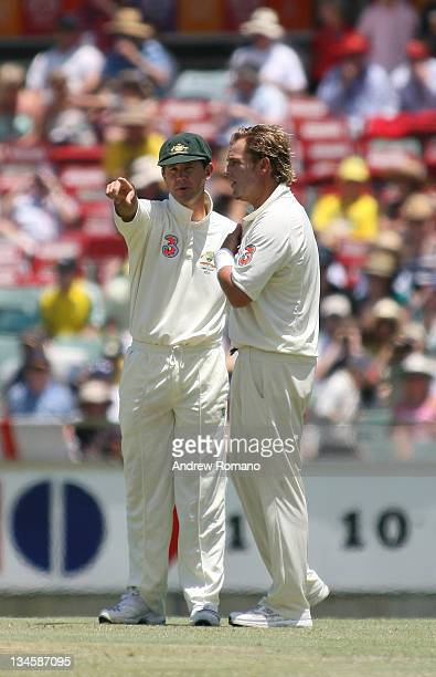 Australia's Ricky Ponting and Shane Warne discuss fielding tactics during the 3 Ashes Third Test Fourth Day at the WACA Ground in Perth Australia on...