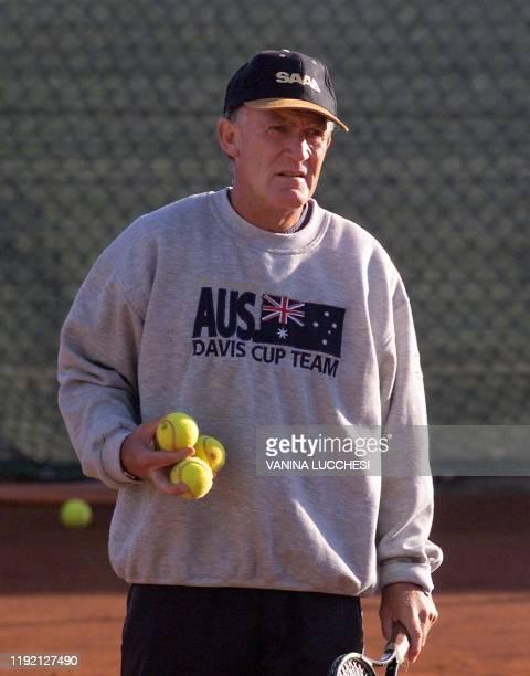 L'australien Tony Roche entraîne son équipe le 24 novembre 1999 à San Remo en vue de la Coupe Davis qui aura lieu à Nice les 03 04 et 05 décembre...
