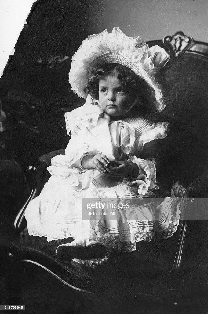 Austria, Anna Monika Pia of *1903-1976+ - nee Anna Monika Pia Princess of Saxony - Portrait as a child  - 1907 - Photographer: Abeniacar -    Vintage property of ullstein bild : News Photo