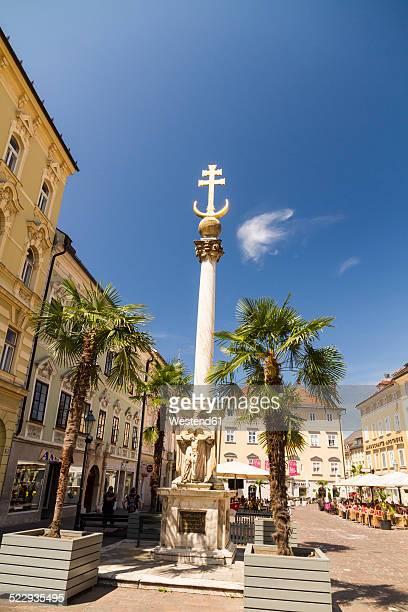 austria, carinthia, klagenfurt, alter platz with trinity column, plague column - クラーゲンフルト ストックフォトと画像
