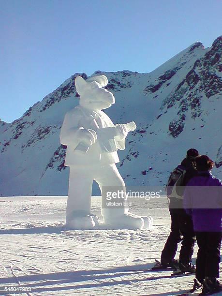 Snow sculpture 'Alf'