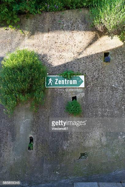 Austria, Kitzbuehel, sign post to the centre
