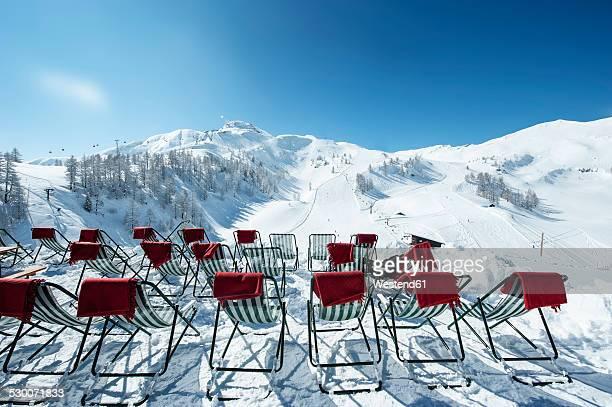 Austria, Salzburg State, Altenmarkt-Zauchensee, row of deckcairs in alpine landscape