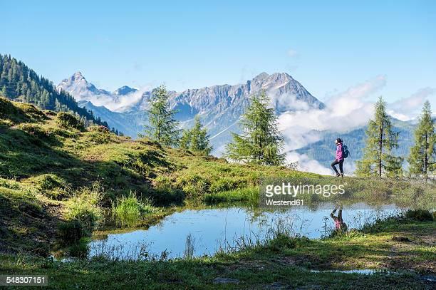 austria, salzburg state, young woman hiking in mountains - österreich stock-fotos und bilder