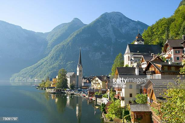austria, salzburger land, hallstatt town by lake - autriche photos et images de collection